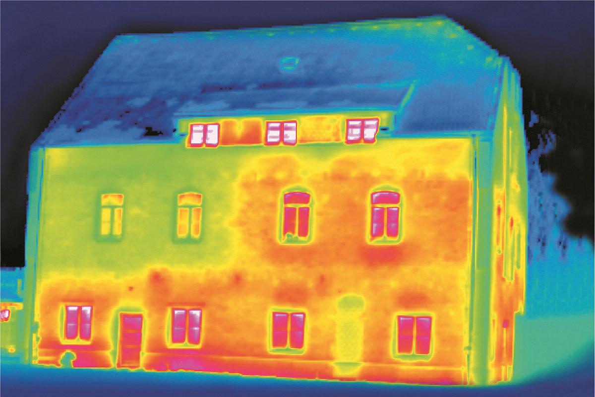 Wärmebild Aufnahme einer Hausfront